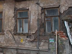 Прокуратура требует ускорить снос аварийного дома в Ленинском районе